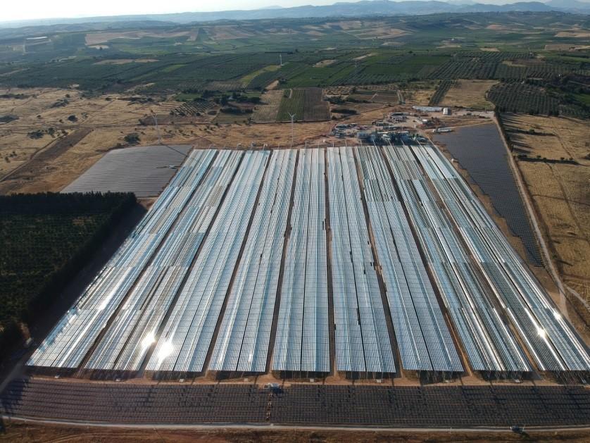 Fig. 4   Impianto commerciale CSP in fase di realizzazione presso Partanna (Trapani)