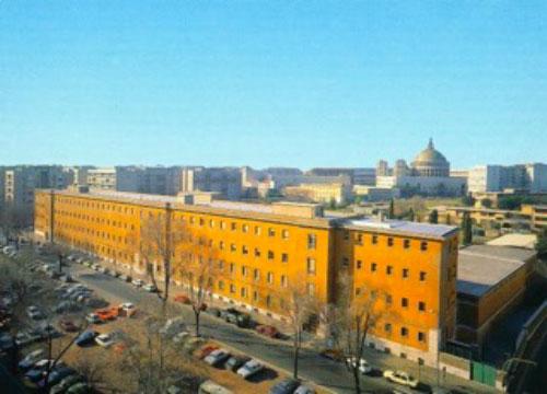 vista panoramica dell'edificio della scuola secondaria di primo grado San Giovanni Bosco